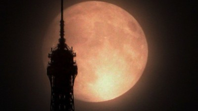 Supermoon over Paris on May 5, 2012.  Photo: Flickr user VegaStar Carpentier.