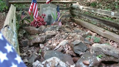 The gravesite of the unknown soldier of Kennesaw Mountain Battlefield Park north of Atlanta. (photo-Edgar Treiguts)
