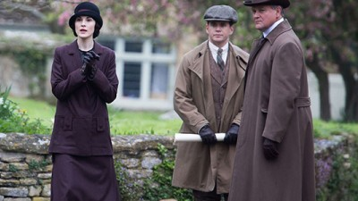 The first photos of Downton Abbey season 5 are out: What are Lady Mary, Branson and Robert up to? (From WENN).