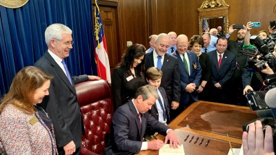 Governor Signs Law To Improve School Bus Safety