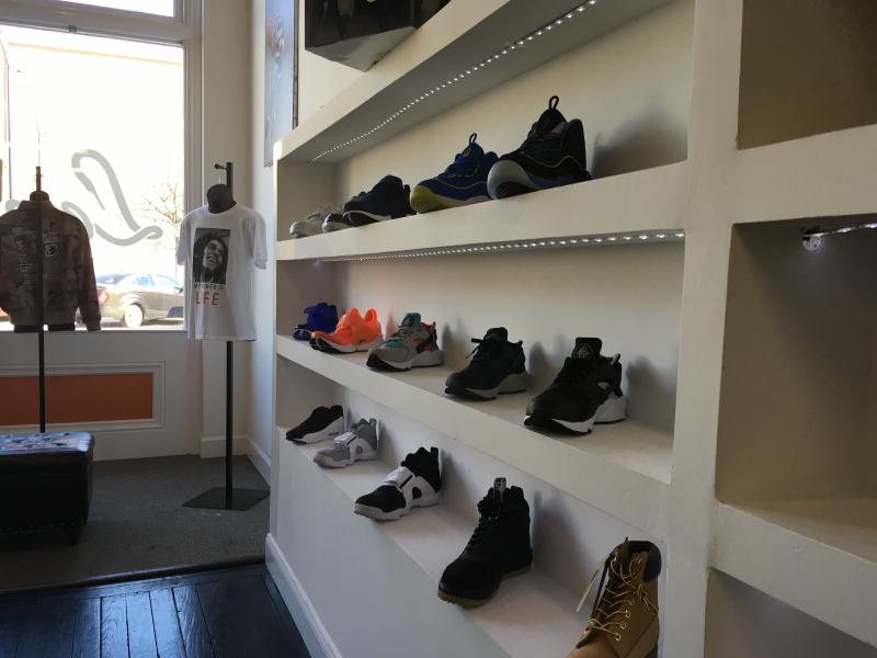 A Store More Broadcasting Georgia Sneaker Than Public 5v7AZ