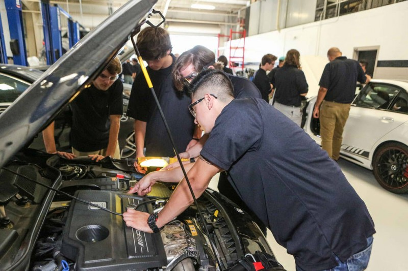 Mercedes benz teams up with gwinnett tech for new for Mercedes benz college graduate program