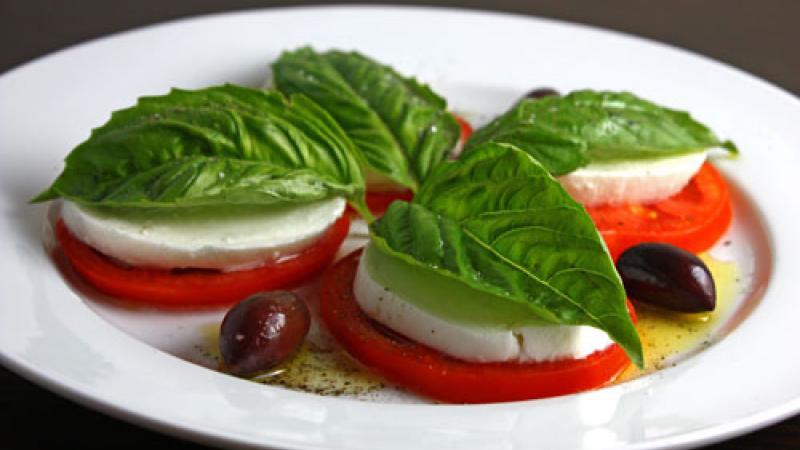 Caprese Salad, photo courtesy of www.closetcooking.com