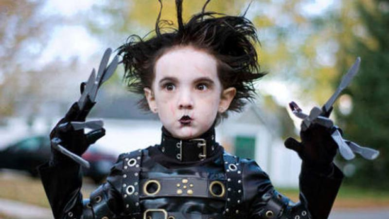 A kid is dressed up as Edward Scissorhands. Courtesy http://izismile.com.