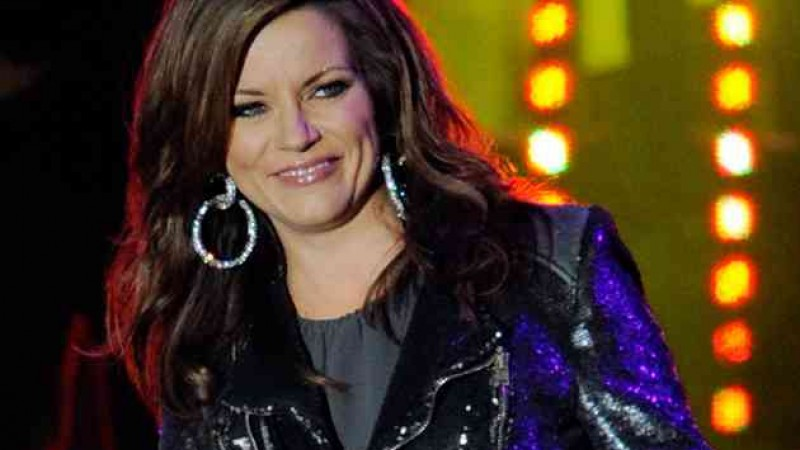 Martina McBride helps build Atlanta playground for children
