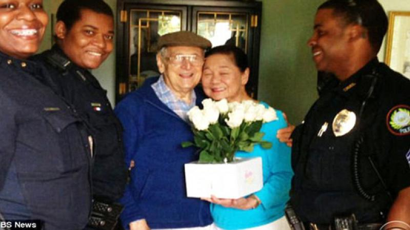 Melvyn with his wife Doris and the police officers that found him.